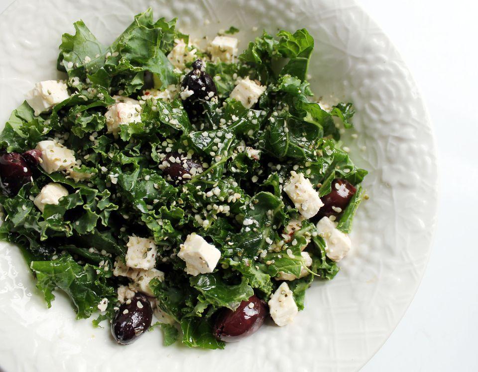 Green salad with hemp seeds