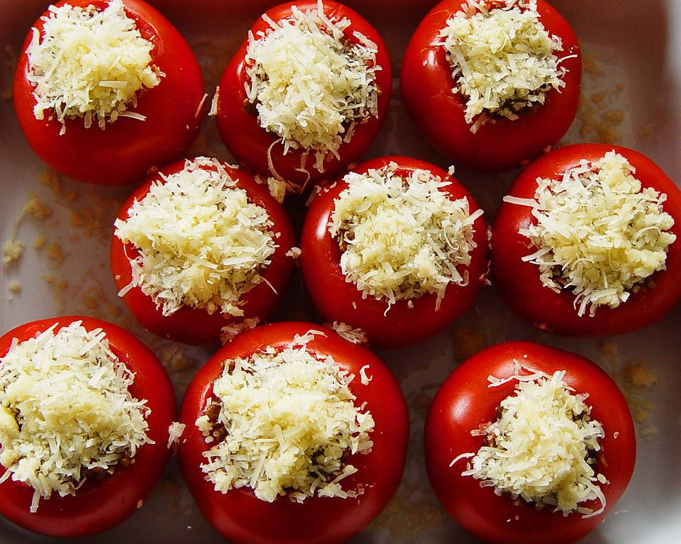 Vegetarian stuffed tomatoes with rice