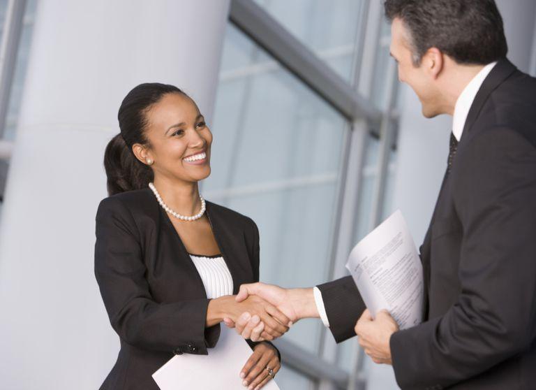 business_people_handshake_88752051.jpg