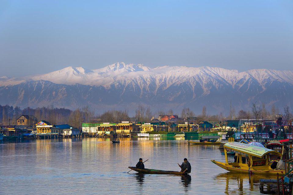 Morning view of Dal Lake