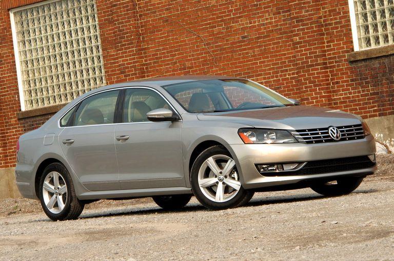 2012 Volkswagen Passat front-right view