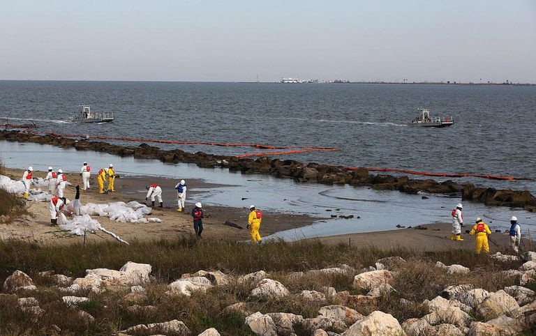 Cleanup Continues For Oil Spill In Crucial Houston Ship Channel