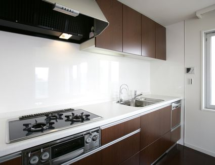 Everything you need to know about sheet backsplash for Solid glass backsplash behind stove