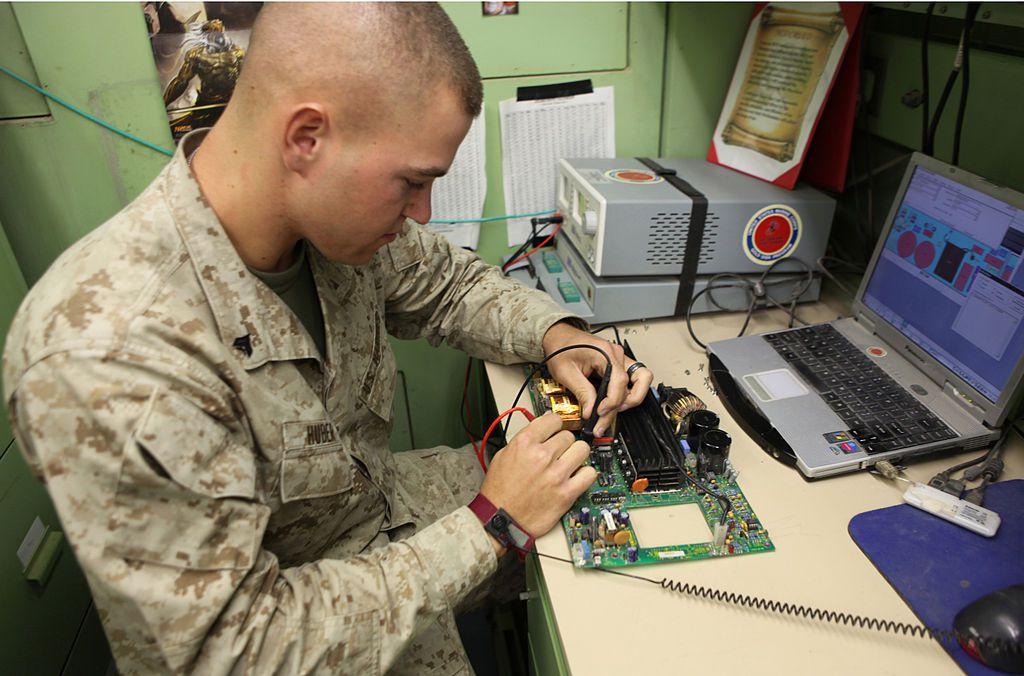 marine corps electronics maintenance technician job