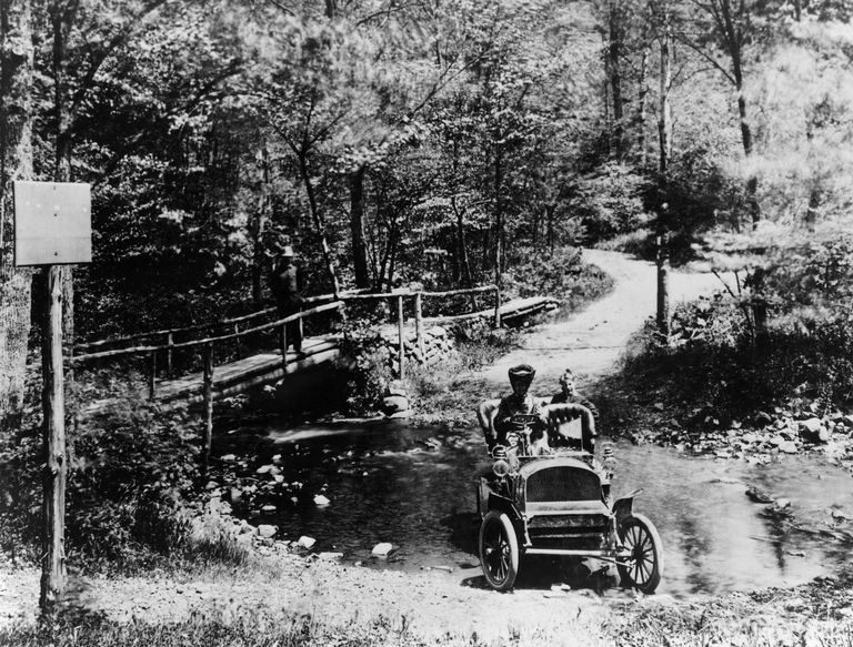 1905 Franklin car fording a river