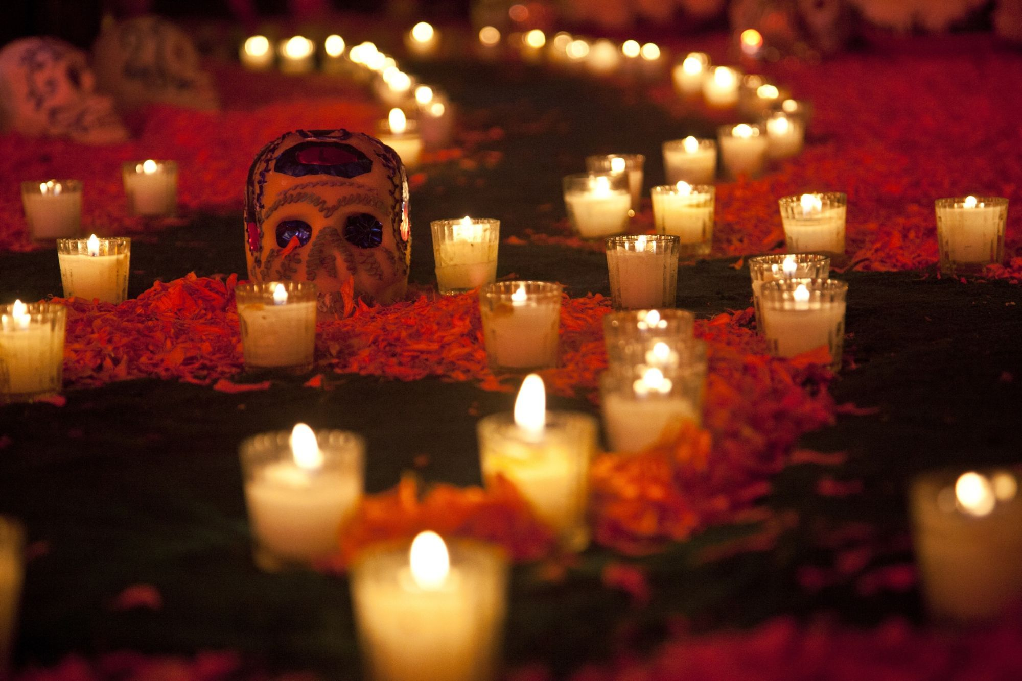 12 Objetos que se ponen en un altar de Muertos