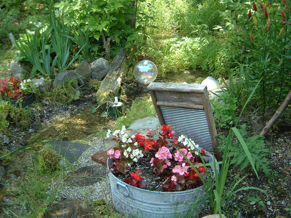 Ideas for Decorating Your Garden With Everyday Items