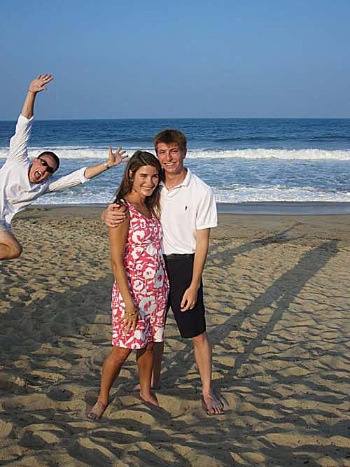 20 Very Funny Beach Photobombs