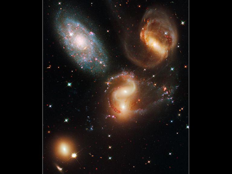 quinteto de Stephan, galaxias lejanas, unidades astronómicas