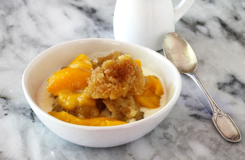peach crumble with cream