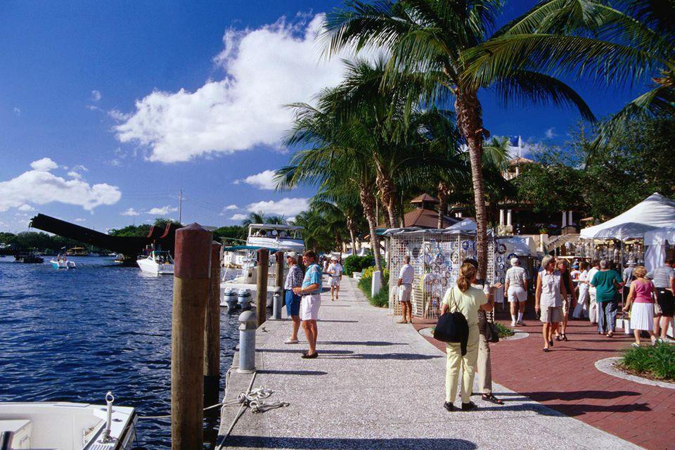 Riverwalk and craft market - Fort Lauderdale, Florida