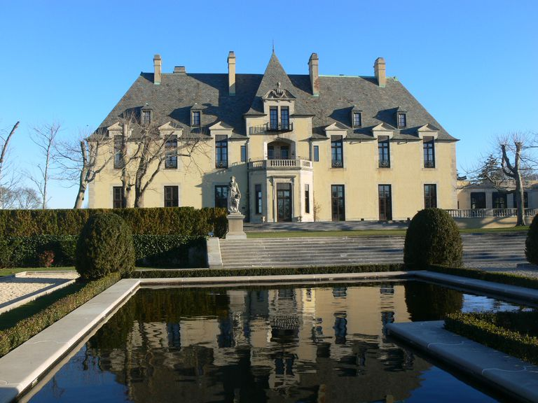 Oheka Castle overlooks gardens and reflecting pools