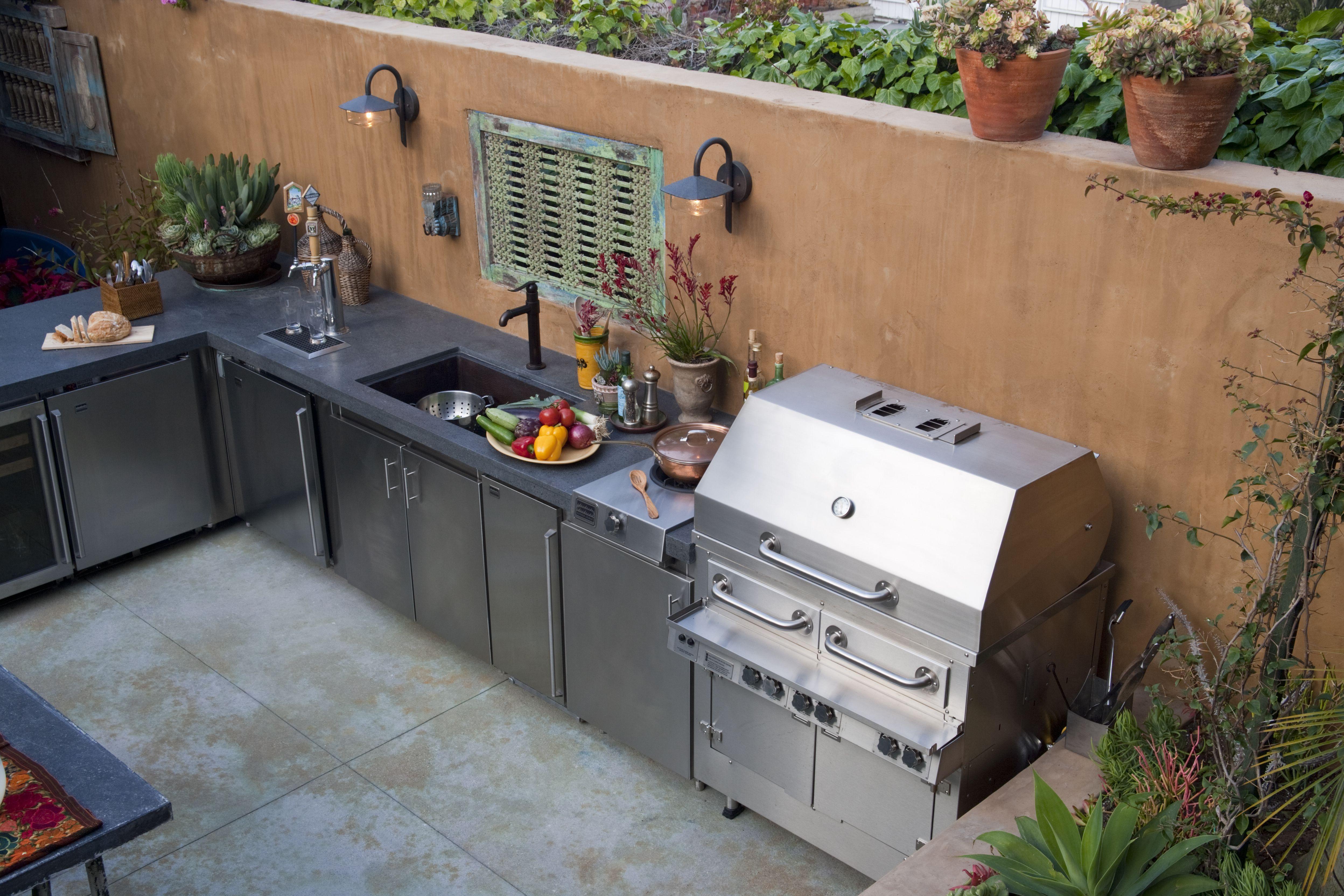 Consider Utilities When Planning Your Outdoor Kitchen
