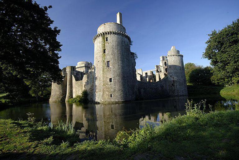 Le Château de la Hunaudaye French English Side by Side Story