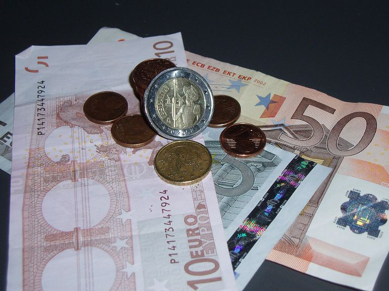 dinero money