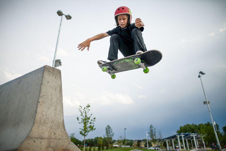 Active kids - skateboarding