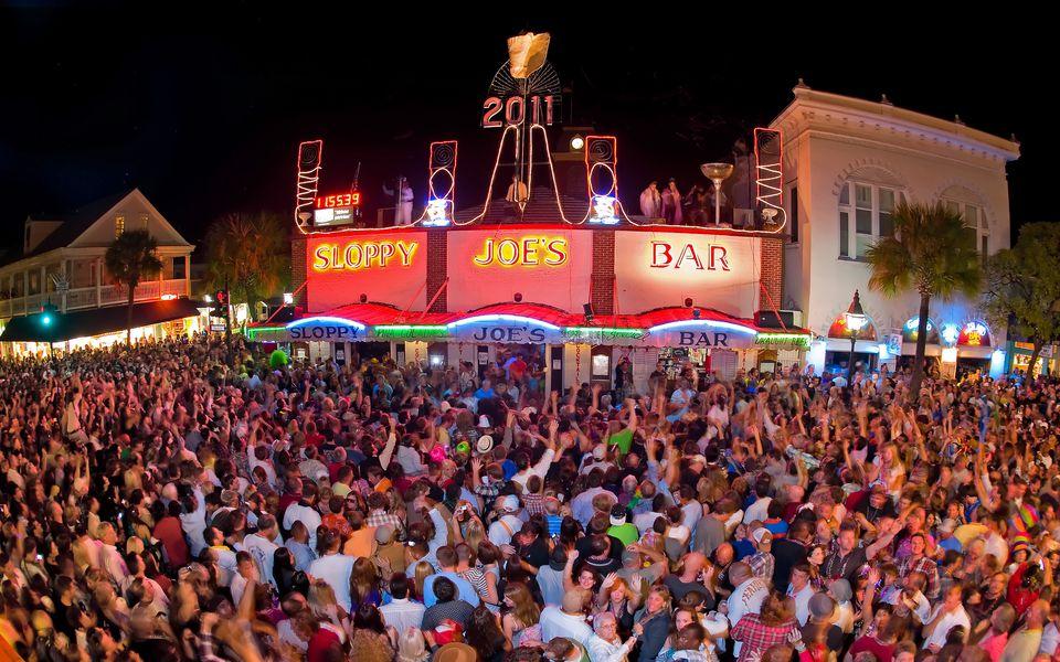 A huge crowd at Sloppy Joe's Bar celebrating New York's Eve