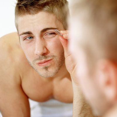 How to Perfectly Groom Men's Eyebrows