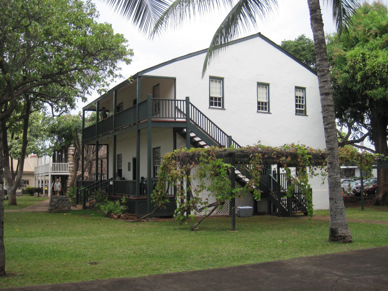 photos of historic lahaina on maui hawaii