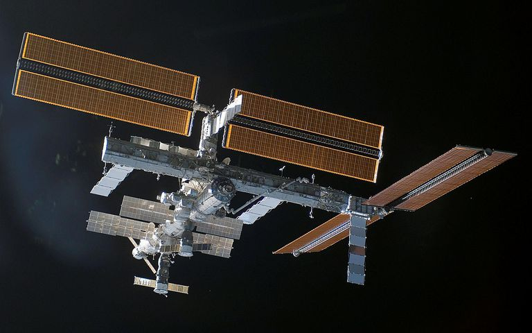 STS-115_ISS_after_undocking.jpg