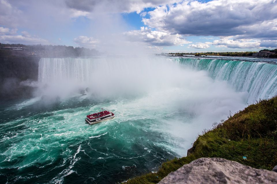 how to go to niagara falls from toronto by bus