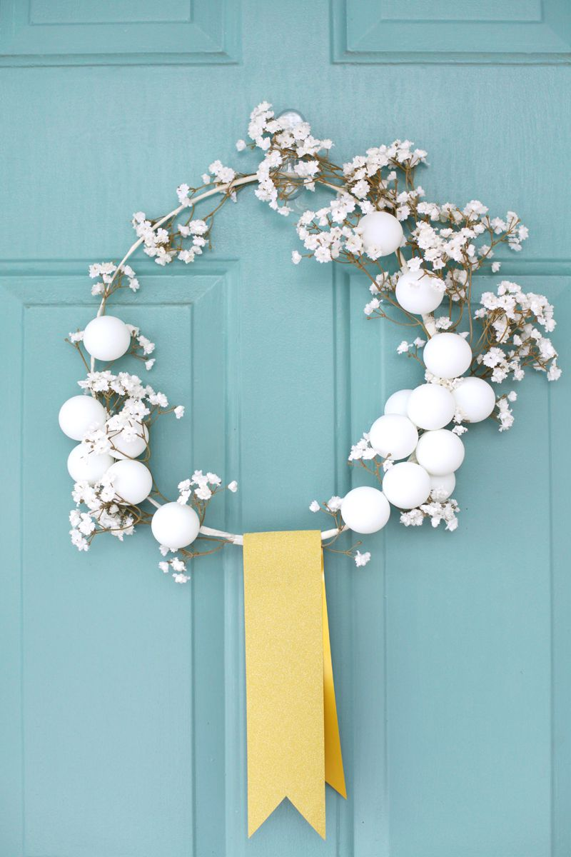 DIY White Winter Wreath