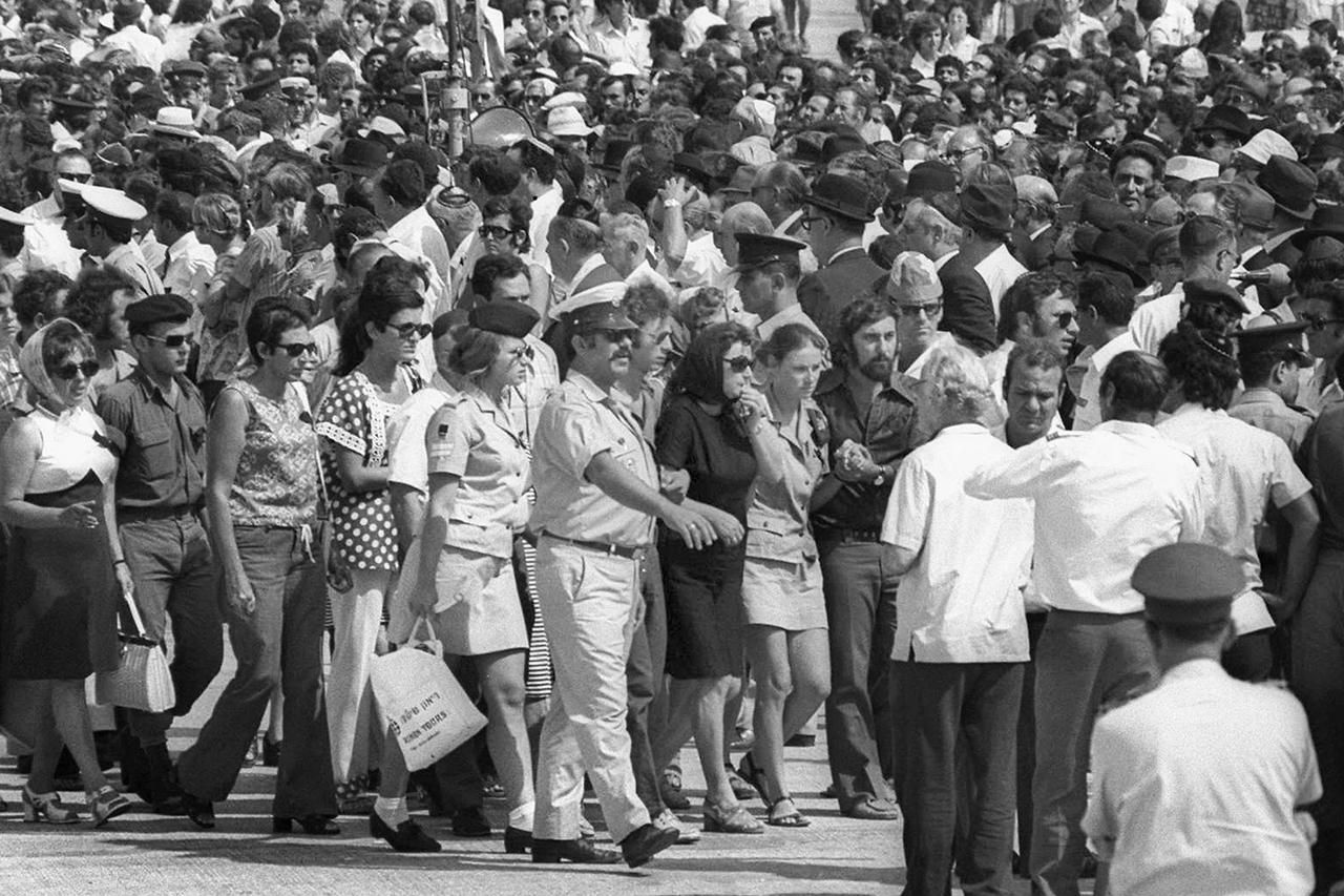 munich massacre This week in history: chaos erupted at the 1972 summer olympics in munich when palestinian terrorists took members of the israeli national team hostage 11 israeli athletes were killed.