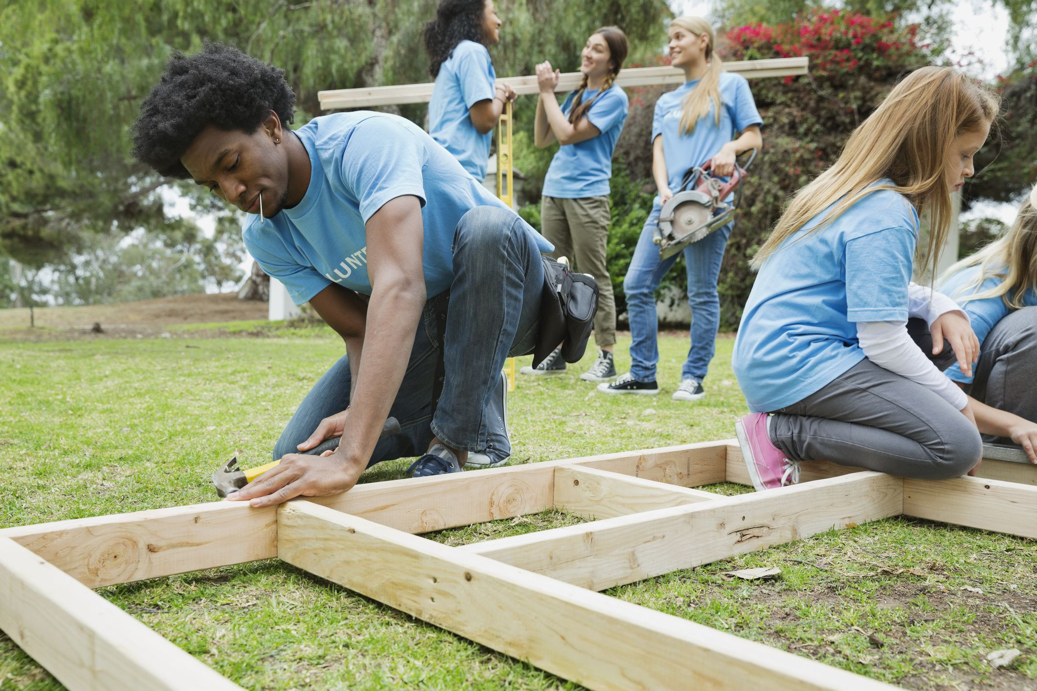 Volunteer for building homes with habitat for humanity for Construction habitat