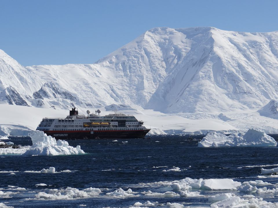 Hurtigruten MS Midnatsol in Antarctica