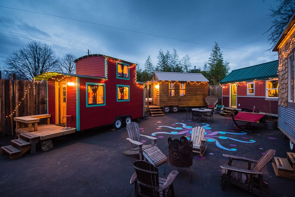 Caravan_Hotel_Evening_exterior_smallspaces.about.com.jpg