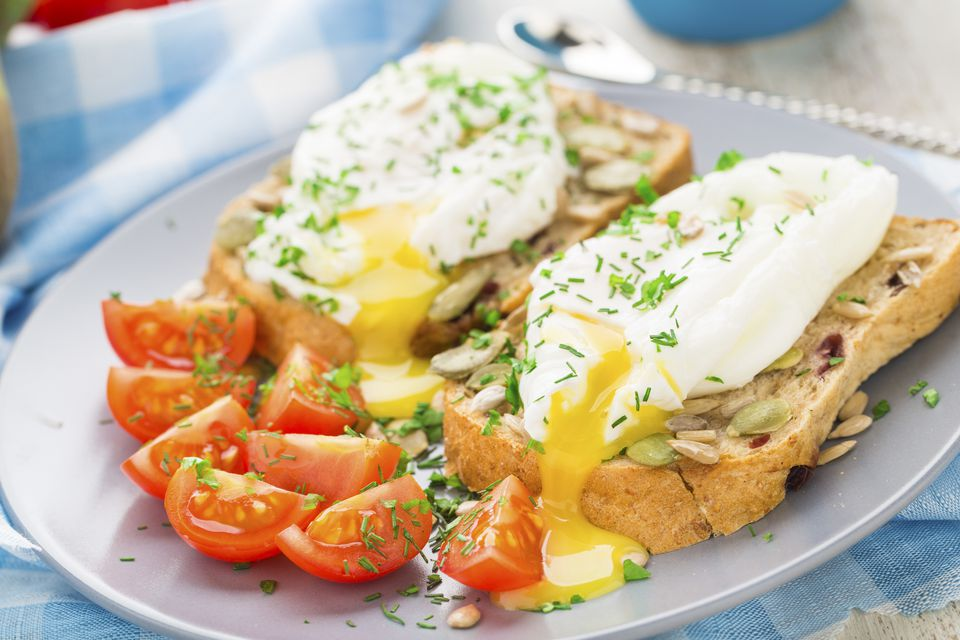 Poached eggs with tomato