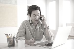 USA, California, Los Angeles, Man shopping online from home