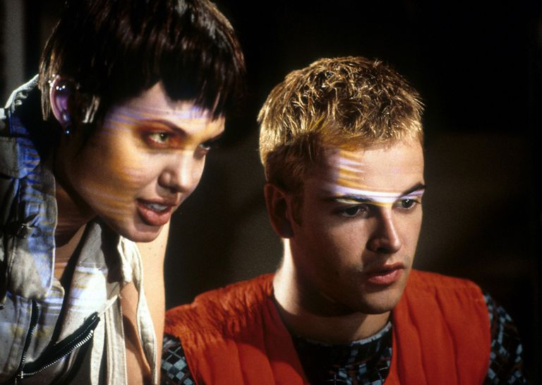 Angelina Jolie and Jonny Lee Miller in a scene from the movie 'Hackers'