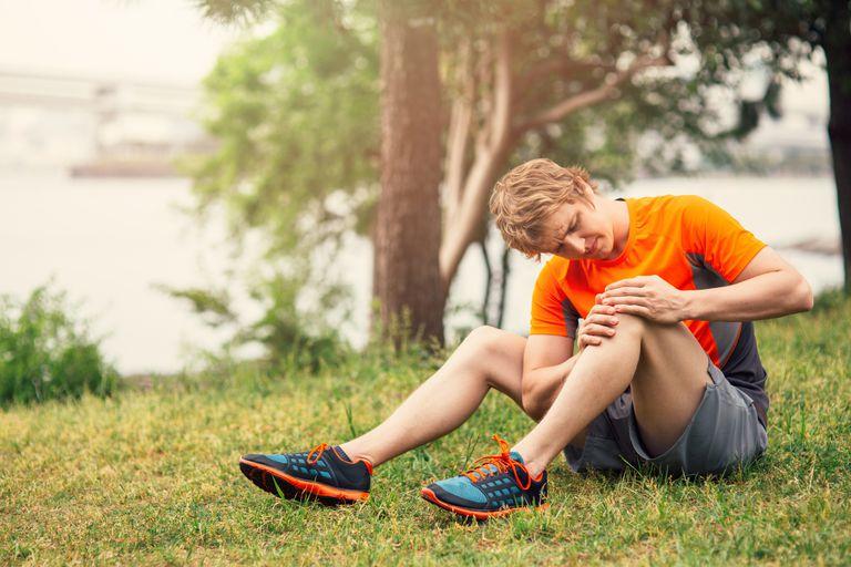 Man with early arthritis knee pain