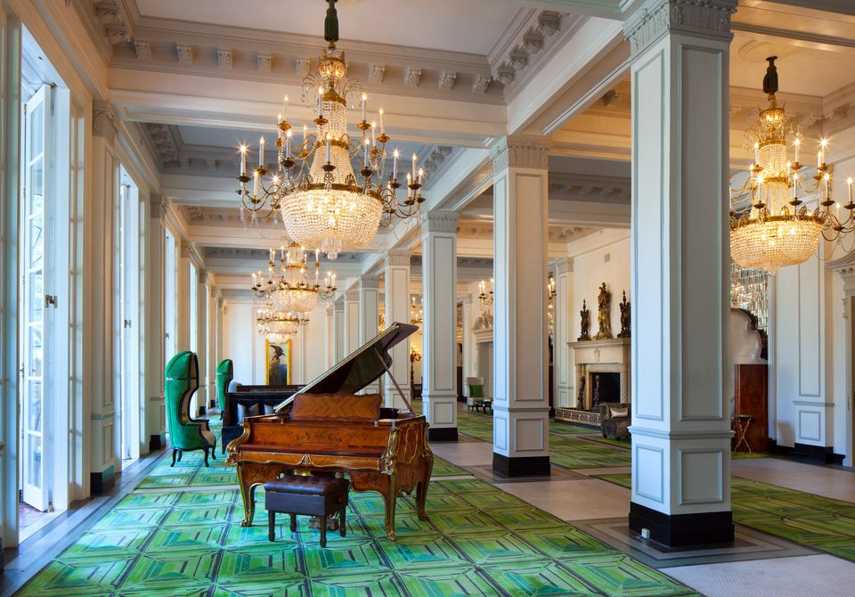 Steinway piano St. Anthony Hotel