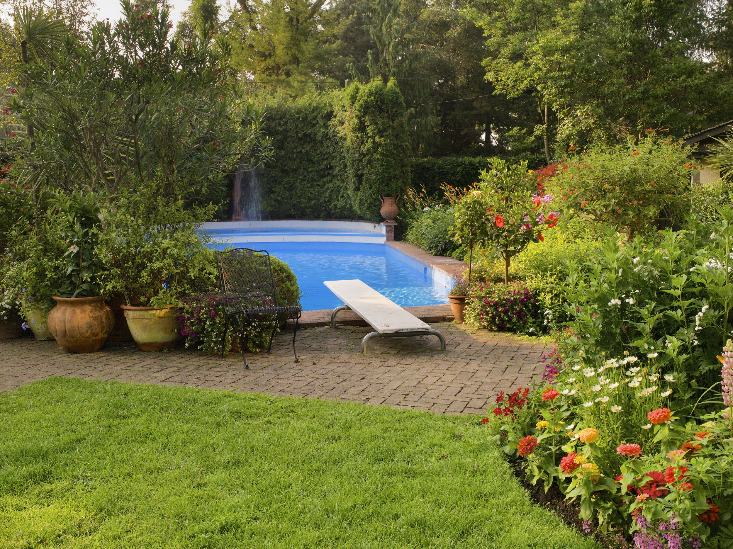 What to consider before landscaping by a swimming pool for Best above ground pools australia