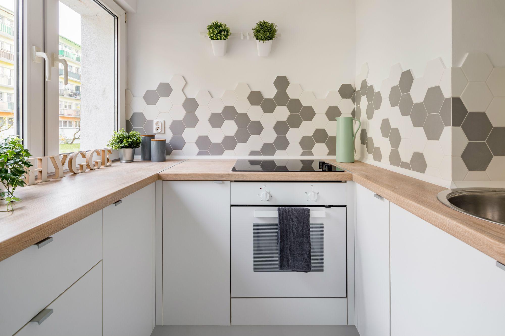 16 beautiful bathrooms with subway tile 20 surprising kitchen backsplashes that arent subway tile dailygadgetfo Choice Image
