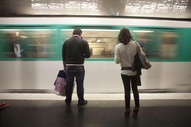 Arrival of a metro, Paris