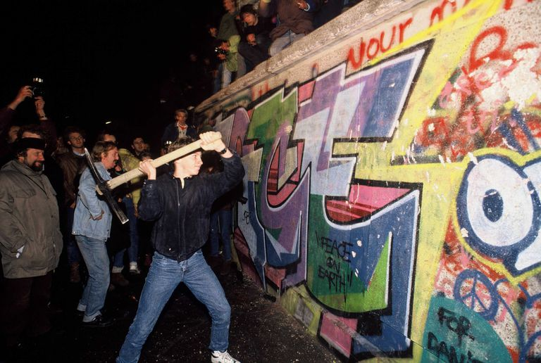 the creation of the berlin wall essay The economics behind the fall of the berlin wall 0 views without markets and prices, there can be no planning, and without planning, no wealth creation.