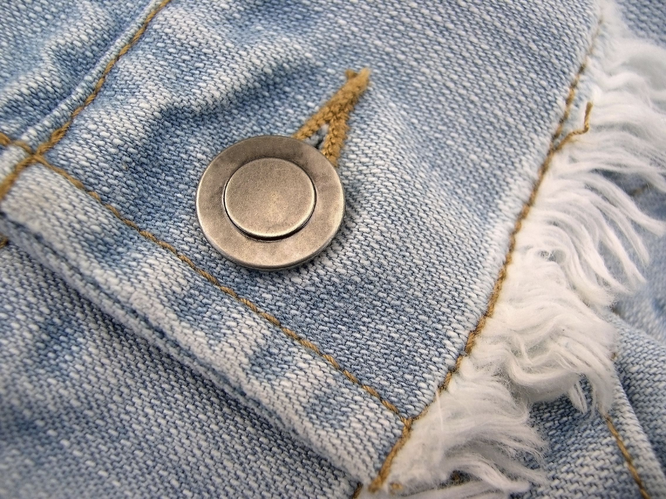 Remove metal trim and jewelry tarnish stains on clothes Silver ring tarnished in swimming pool