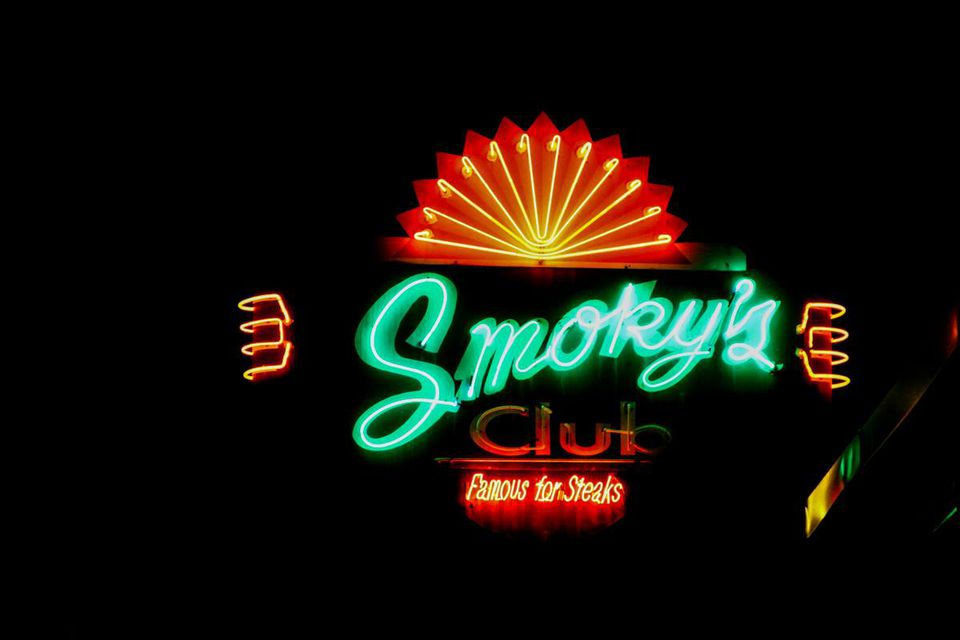 Smoky's Club sign