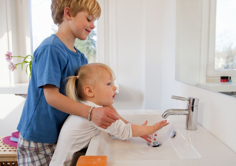 Getty_handwashing_brother_sister_henglein-and-streets_large.jpg