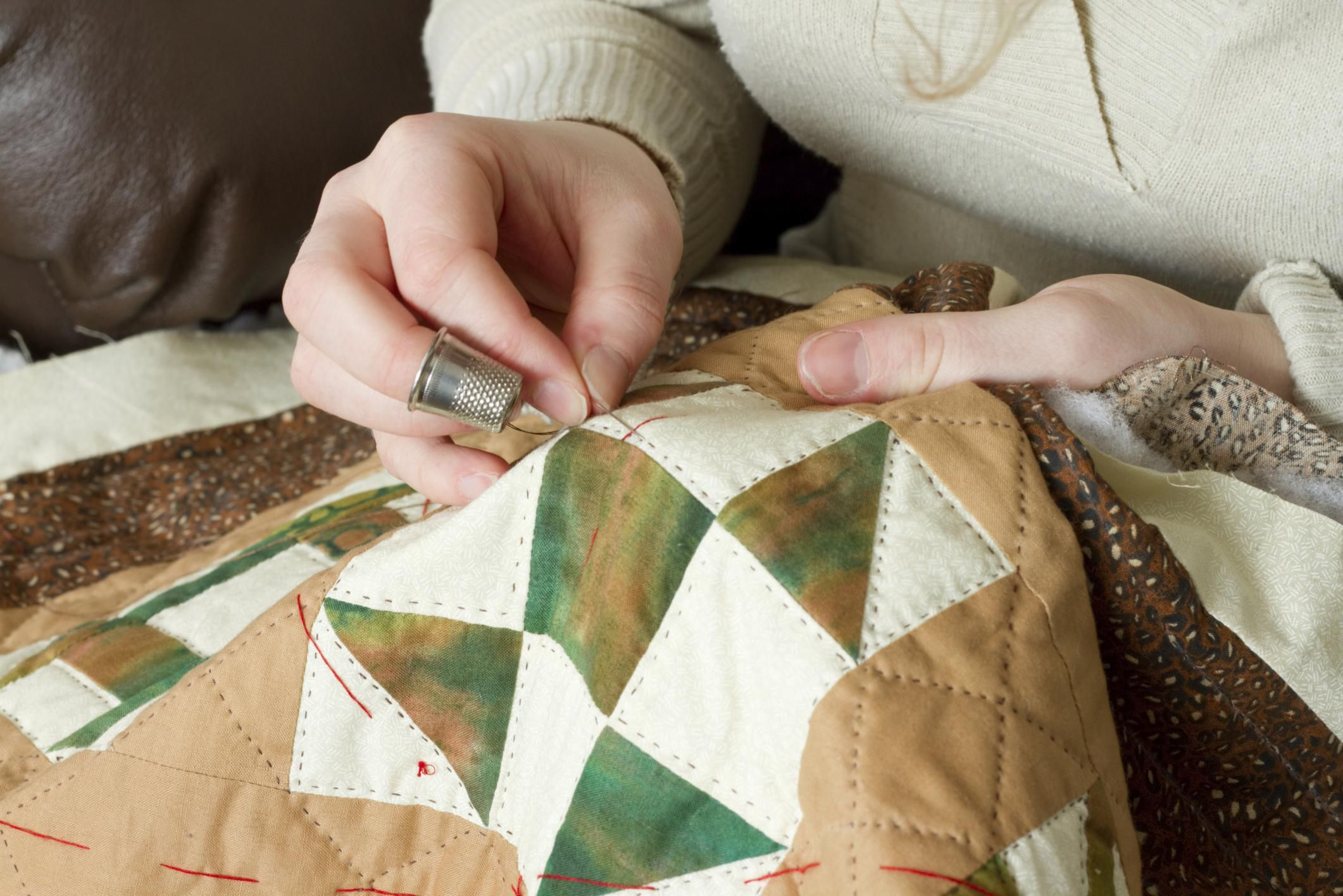 Use a Quilter's Knot to Secure Hand Quilting Stitches : knotting quilts - Adamdwight.com