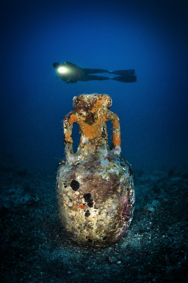 Wreck Diving, Underwater Pottery, Shipwreck Pottery, Scuba Diving