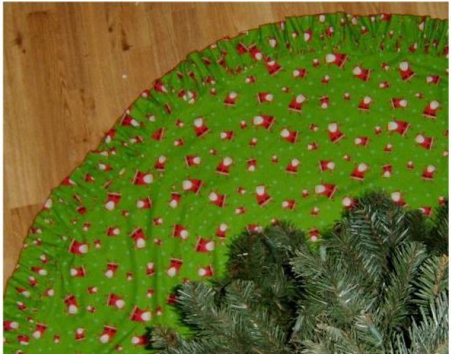 ruffle edge tree skirt - Christmas Tree Skirts