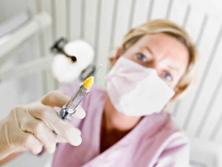 settings Dental assistant using tools.