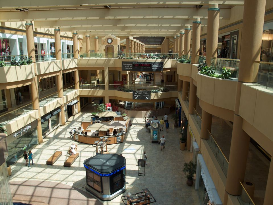 The atrium of Scottsdale Fashion Square, as seen from the top level