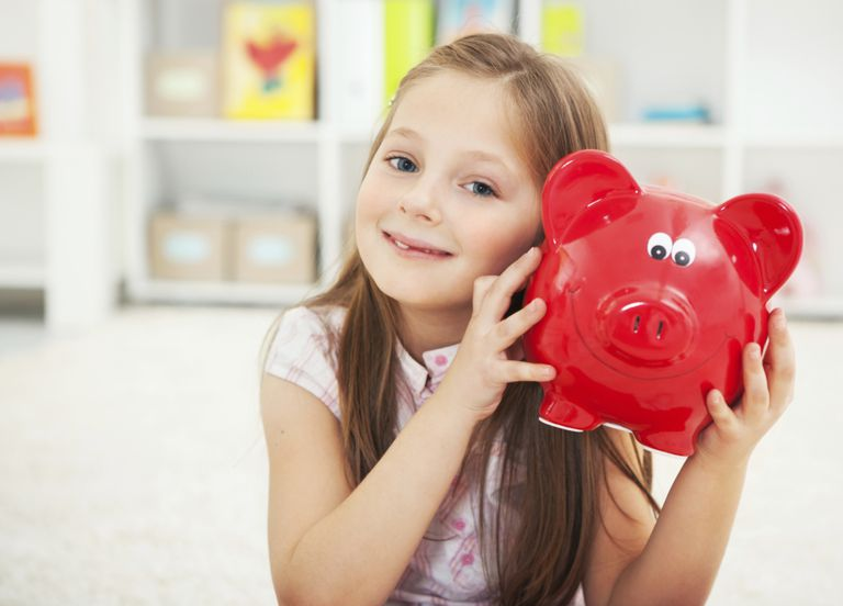 Getty_girl_piggy_bank.jpg