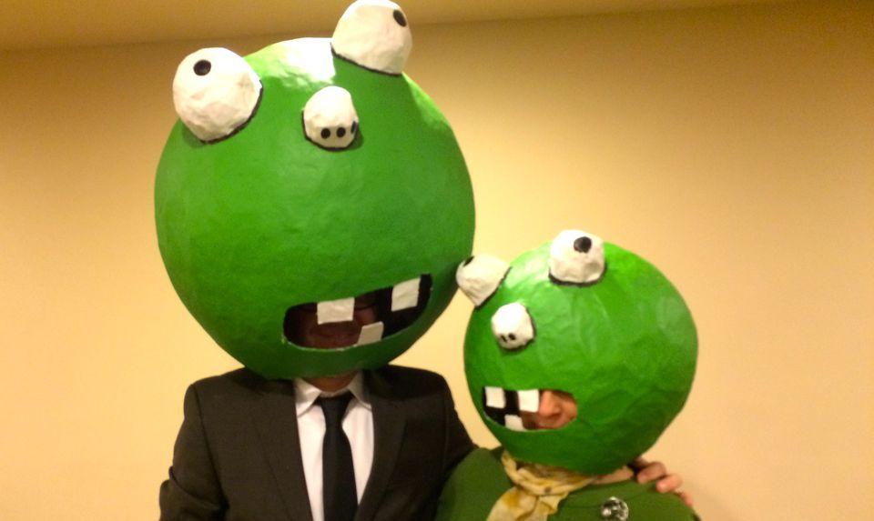 2014-halloween-Green-Heads-in-Pizzeria.jpg