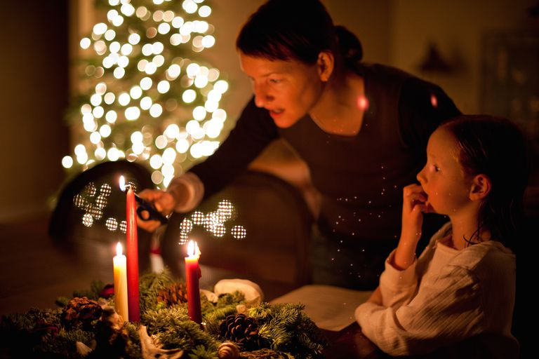 Mother and daughter and Advent wreath